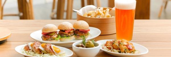 Andaz-Tokyo-Toranomon-Hills-P266-BeBu-Mini-Burger-Set-1280x427